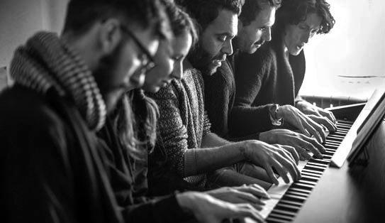 el resistente y delicado hilo musical