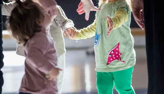 taller movimiento creativo para bebés y familias