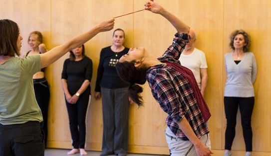 taller de danza minimalista para personas inquietas
