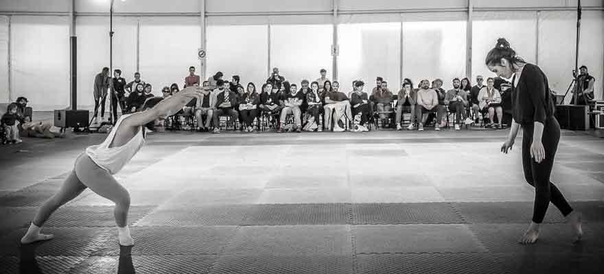 Danzanova, con Rojo Pandereta: encuentros con mayores sobre danzas folclóricas