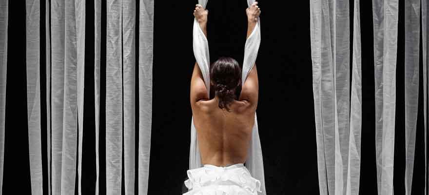 Ensayo abierto de 'ÉCLAT. Fragmento desprendido de un cuerpo que explota' de Adriana Bilbao